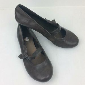 Lower East Side brown slipon flats with bow detail